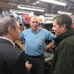 David Jones MP visiting the Royal Mail sorting office in Rhuthun / David Jones AS yn ymweld â swyddfa dosbarthu y Post Brenhinol yn Rhuthun