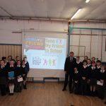David Jones MP attending an assembly at Ysgol Pen y Bryn / David Jones AS yn mynychu gwasanaeth yn Ysgol Pen y Bryn