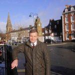 David Jones MP in St. Peter's Square in Rhuthun / David Jones AS yn Sgwâr San Pedr yn Rhuthun